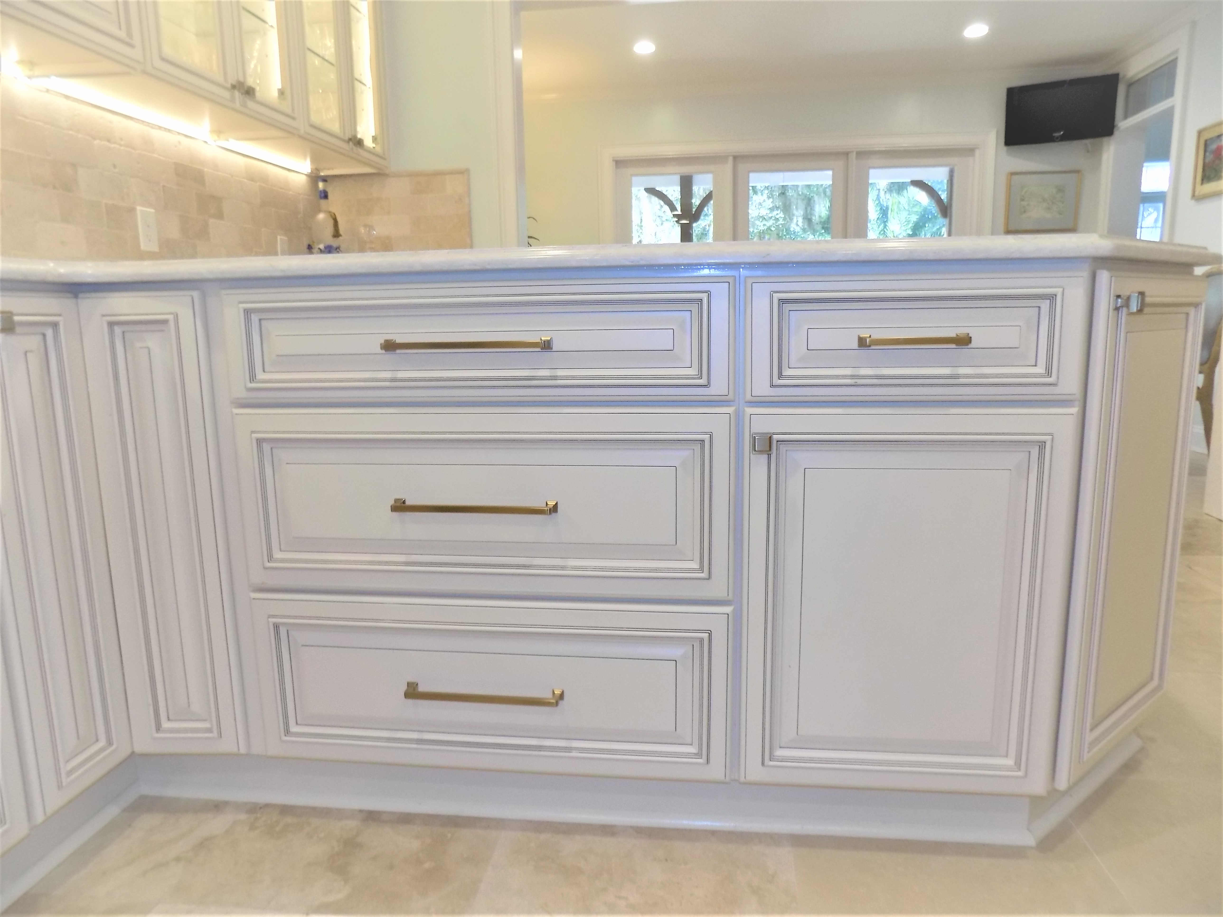 Difference in Standard Overlay and Full Overlay Cabinets
