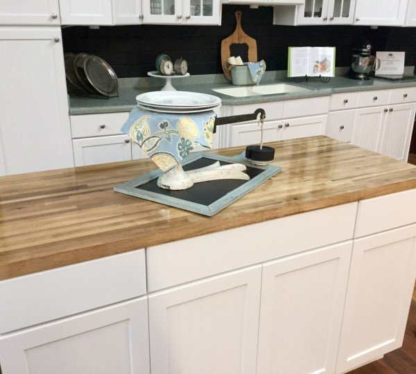 Achieving the Farmhouse look with White Cabinets